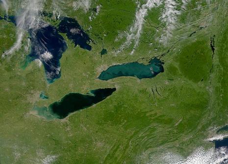 El llac Ontàrio és el de més a la dreta (fotografia de la NASA)